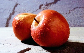 800px-Red_apple_fruits